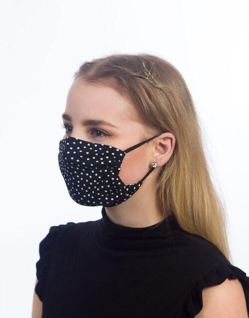 Maske mit kleinen weißen Pünktchen